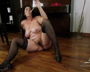 Masturbate, Posing, Solo, Big Tits, Mature, Hairy, Big Butt Esmeralda - Masturbation 30.07.20 SiteRip